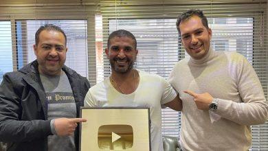 صورة المطرب احمد سعد يحتفل بمزيكا بحصوله علي درع اليوتيوب الذهبي