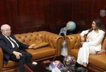 صورة أبوغزاله يستقبل في مكتبه الفنانة اللبنانية نجوى كرم
